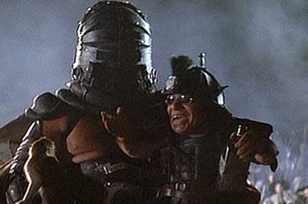 「入るのは二人、出るのは一人」の名セリフもあるサンダードームという闘技場でどちらかが死ぬまで戦うというシーンで出てくる街を牛耳る二人組マスター・ブラスター