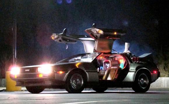 マーティやドクが乗るタイムマシン「デロリアン」