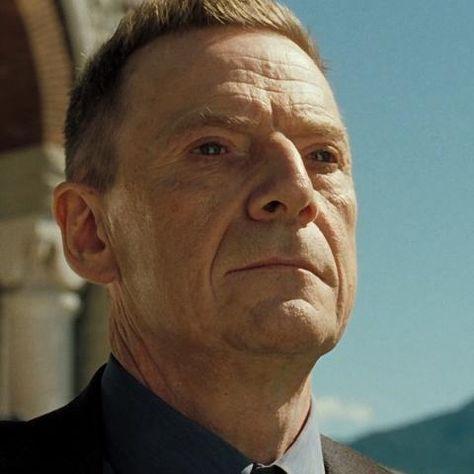 007 カジノ・ロワイヤルの登場人物(キャスト):ミスター・ホワイト(演:イェスパー・クリステンセン 日本語吹き替え:大塚芳忠)