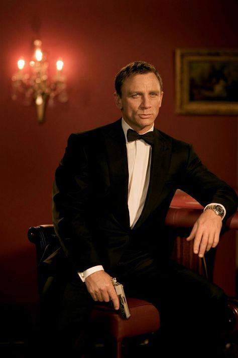 007 カジノ・ロワイヤルの登場人物(キャスト):ジェームズ・ボンド(演:ダニエル・クレイグ 日本語吹き替え:藤真秀)