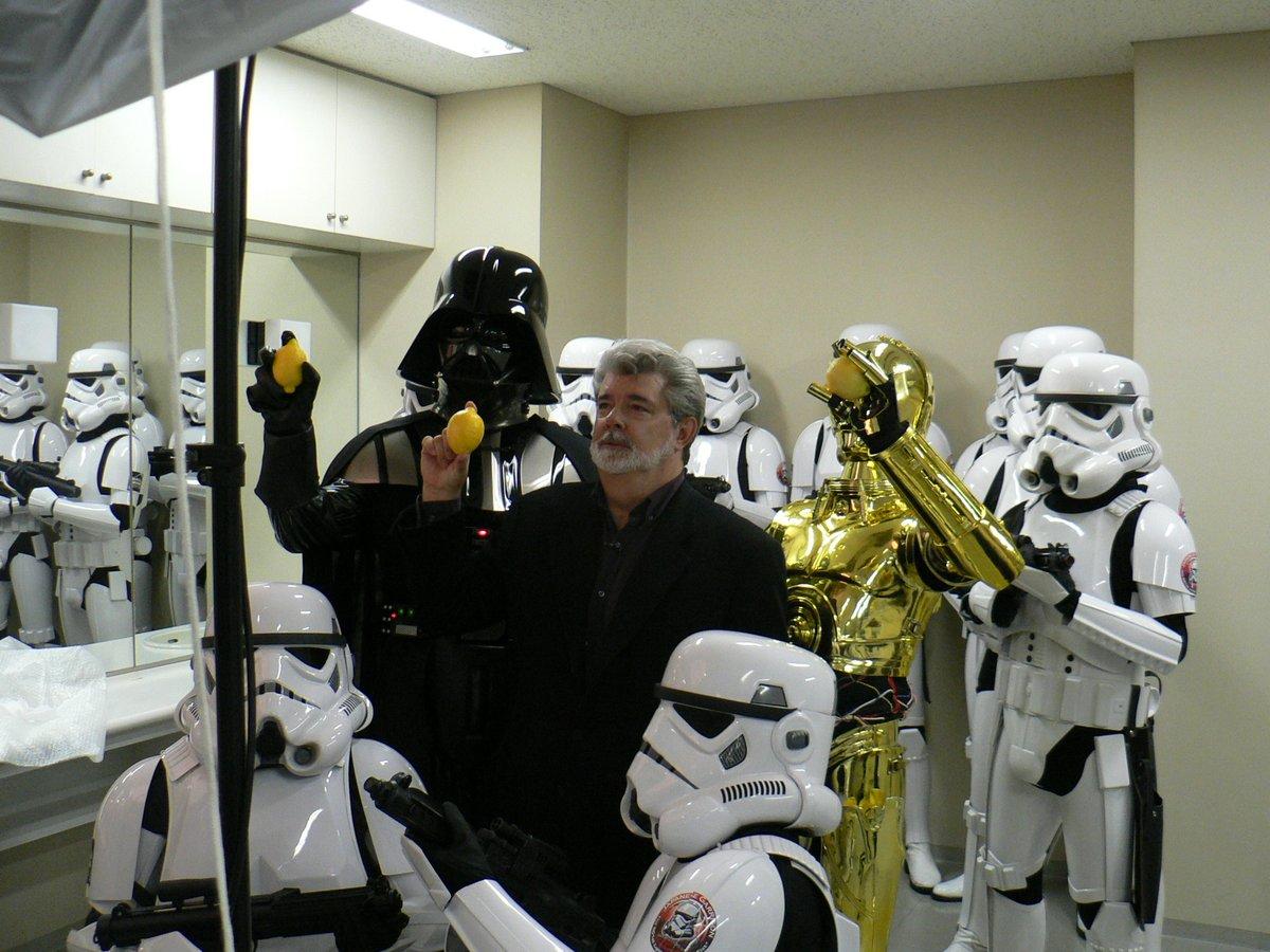 「金色(C-3PO)の中に入ってます」デザイナーで作家の「ことぶきつかさ」さんの発言が話題に!