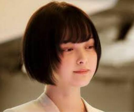 「AI崩壊」の登場人物(俳優名):飯田眞子(玉城ティナ)