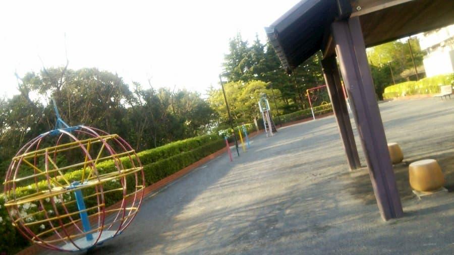 ピカンチ2.5(ピカンチハーフ) LIFE IS HARD たぶん HAPPY:八潮団地内の公園(パンフの公園)