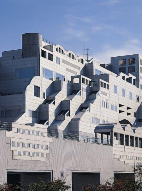 「マルサの女2」のロケ地:ヤマトインターナショナル株式会社東京本社ビル(平和島)
